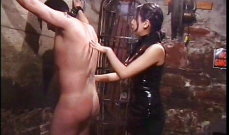 سیاه پوست fucks در جوجه در حالی که یکی دانلود کلیپ سکسی کم حجم خارجی دیگر از licks پاهای او را