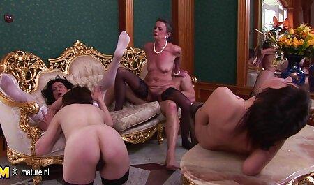 دختر لاغر با یک سوراخ در شورت دانلود کلیپ سکسی شهوانی خود را به