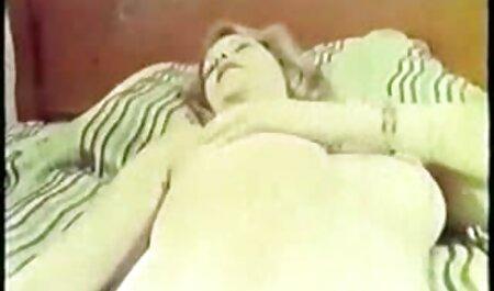 جوجه تخلیه تقدیر دوست دختر او را دانلود رایگان کلیپ سکسی خارجی در یک گربه گرم
