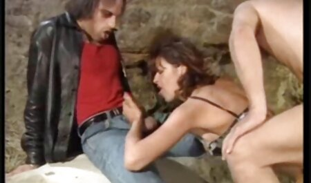 نوک پستان می خزد در آلت تناسلی مرد و ناله کلیپ های سکسی دانلود