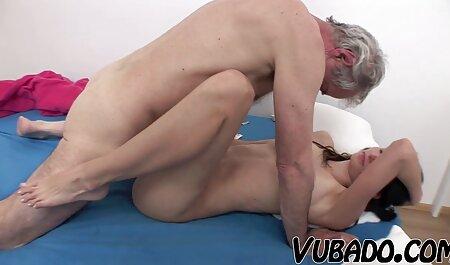 مامان ویولا می آموزد که دختر خود را به دانلود کلیپ و فیلم سکسی مکیدن دیک